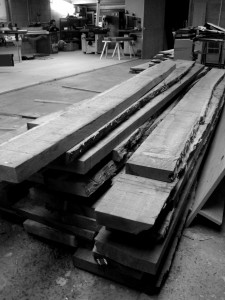 image o saw timber in workshop